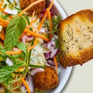 dietetyczna sałatka ze świeżych warzyw